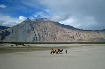 Nubra valley trek Via Lasermo la